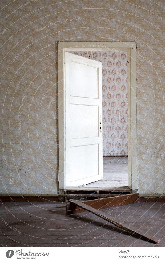 LeitungVerkleidung schön ruhig Einsamkeit Raum Tür Ordnung Niveau Tapete verfallen Eingang Wohnzimmer Heizkörper Leitung Heizung vergessen
