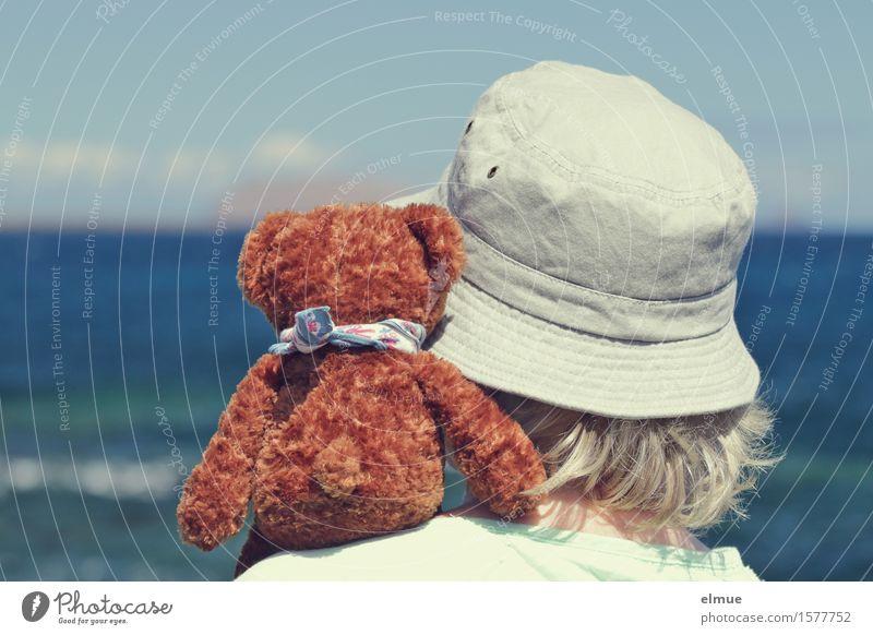 Teddy Per macht Urlaub (5) Mensch Frau Himmel Ferien & Urlaub & Reisen Sonne Meer Erwachsene feminin Glück Zusammensein Freundschaft Horizont Zufriedenheit