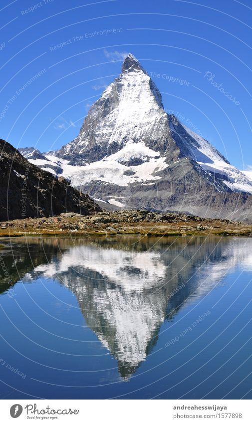 Matterhorn mit Spiegelbild Natur Ferien & Urlaub & Reisen Sommer Wasser Landschaft Berge u. Gebirge See Felsen wandern Schönes Wetter Gipfel Alpen