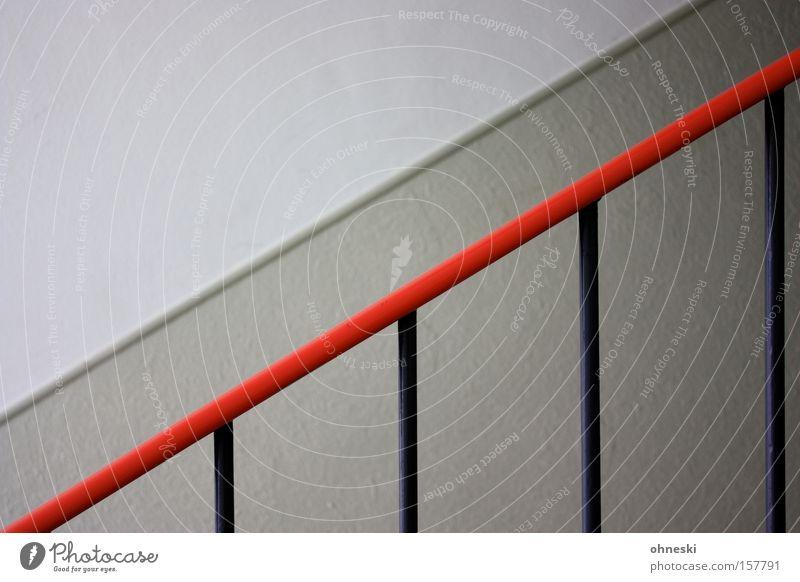 Treppengeländer Geländer Treppenhaus Stab Flur Halt graphisch minimalistisch Linie diagonal rot Wand Detailaufnahme Haushalt aufwärts