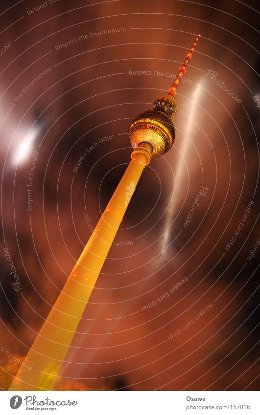 ready for takeoff Wolken Berlin Architektur Beton Turm Bauwerk diagonal Denkmal Wahrzeichen Alkohol Hauptstadt Berliner Fernsehturm Antenne Alexanderplatz