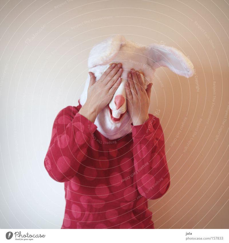 ...schnell die Augen zuhalten Hase & Kaninchen Osterhase Ostern Karneval verkleiden Tier weiß lustig Frau Karnevalskostüm Kostüm verstecken Freude