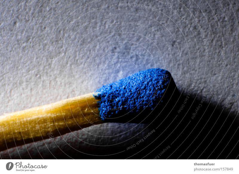 der Tag geht ... Streichholz Schatten Makroaufnahme blau Holz unbenutzt Hans Christian Andersen Wärme Brand Feuer Rauchen Nahaufnahme Handwerk Tatwerkzeug