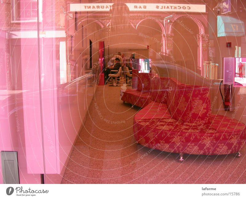 Rosa Frisörsalon Architektur rosa Sofa Ladengeschäft Fensterscheibe