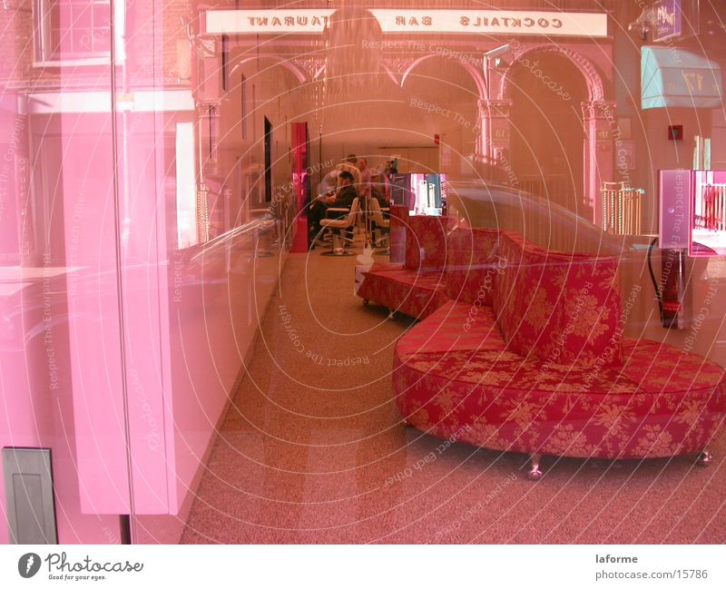 Rosa Frisörsalon rosa Sofa Ladengeschäft Architektur Fensterscheibe