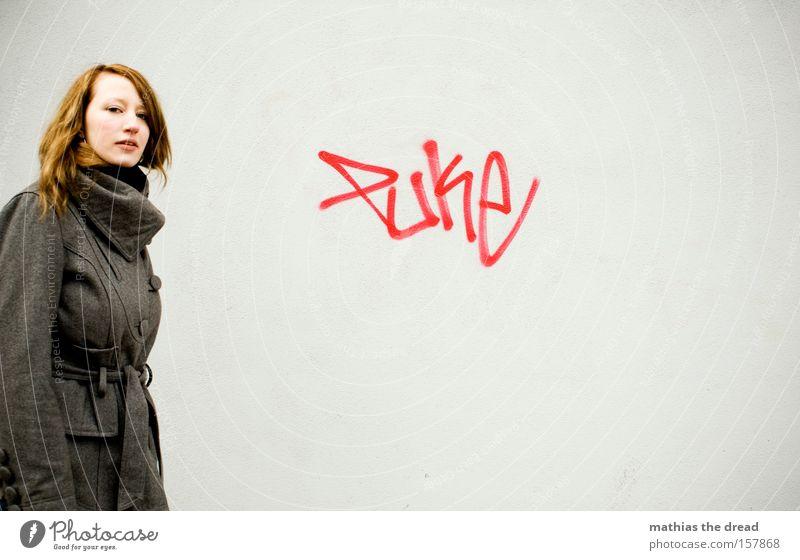 PUKE Frau schön Gesicht Graffiti grau Fassade Trauer Vergänglichkeit Krankheit Müdigkeit Putz Verzweiflung schlecht Mensch fertig Erschöpfung