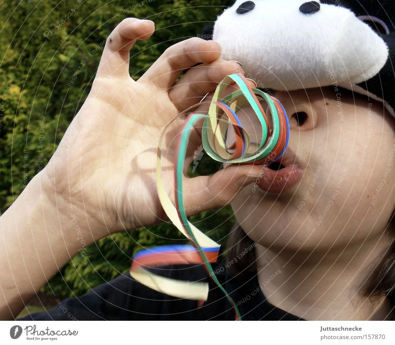 It´s Fasching, Man! Kind Freude Junge Party Feste & Feiern lustig Fröhlichkeit Maske Karneval Kindheit Kuh blasen Karnevalskostüm verkleiden Luftschlangen