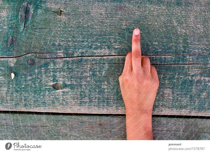 vulgär mit einem Handzeichen gemacht Mensch Frau Mann alt grün weiß Baum Mädchen schwarz Erwachsene Gefühle Junge Holz braun gefährlich