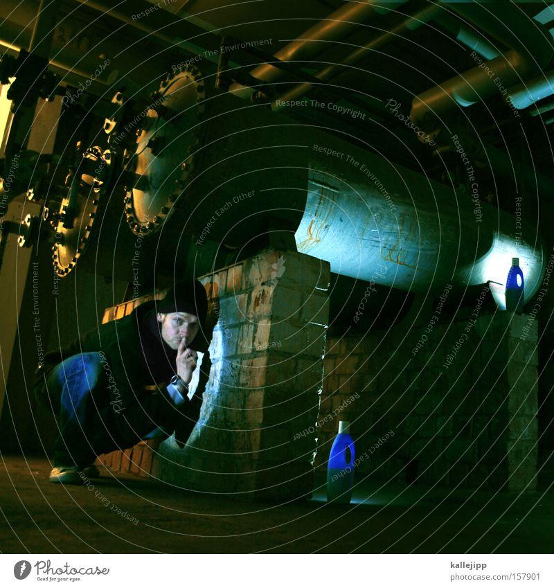 frühwarnsystem Mensch Mann ruhig Lampe Beleuchtung gefährlich bedrohlich beobachten Flasche Geister u. Gespenster Verstand Warnhinweis Keller Warnung Zeigefinger Deckung