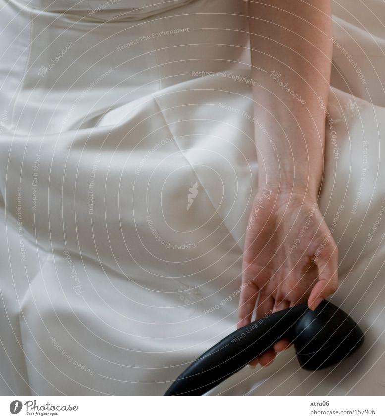 müde Frau sprechen warten Telefon Müdigkeit Braut Telefongespräch Brautkleid Telefonhörer Telekommunikation
