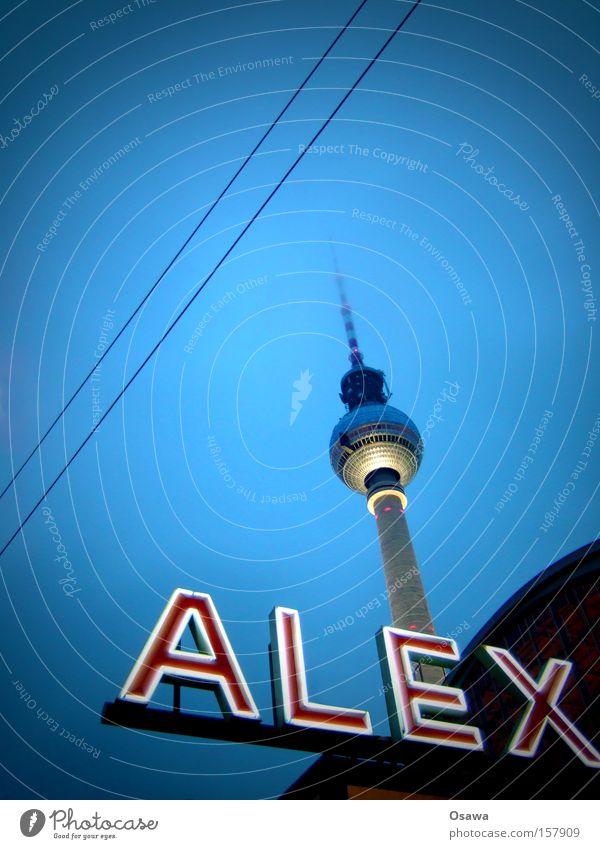 // Berlin Berliner Fernsehturm Alexanderplatz Turm Architektur Himmel Hauptstadt Wahrzeichen Antenne Sendemast Oberleitung Gebäude Bauwerk Bahnhof Denkmal