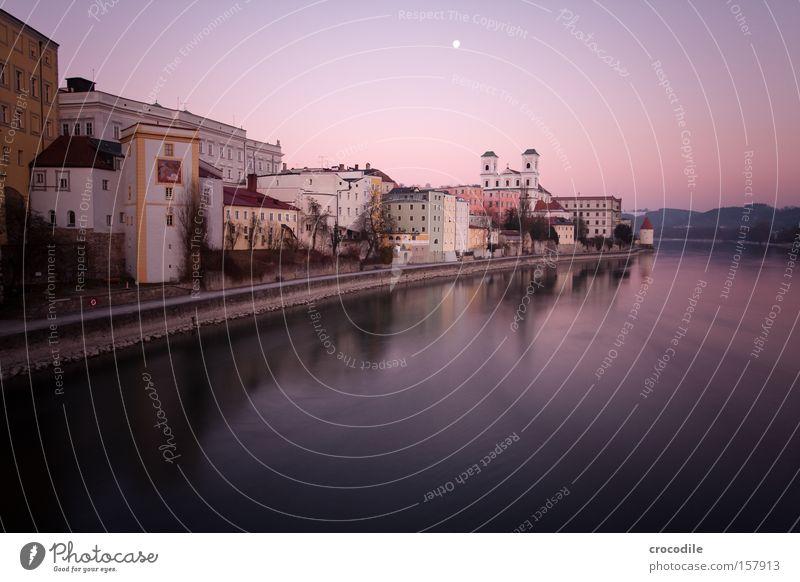 Passau III schön dunkel Felsen Kirche Fluss Frieden Turm violett Bayern Flussufer Naher und Mittlerer Osten Inn Passau