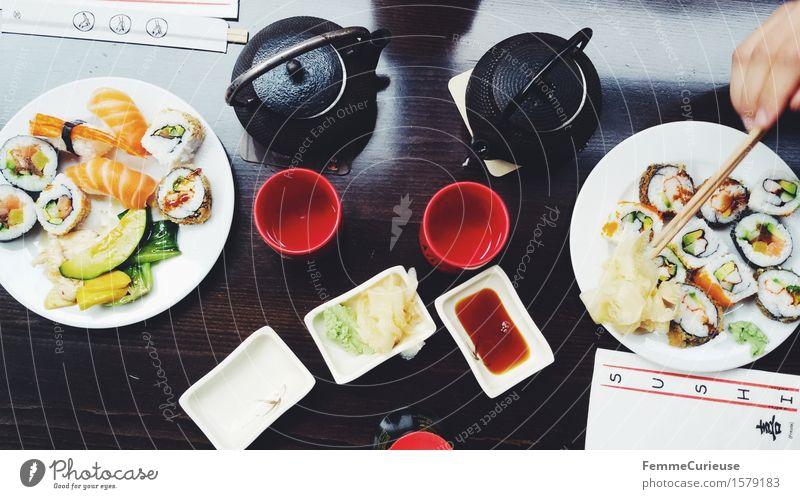 Sushi Love. Essen Gesundheit Lebensmittel Ernährung genießen Fisch Tee exotisch Inspiration Abendessen Japan Mittagessen Holztisch Festessen Büffet Brunch