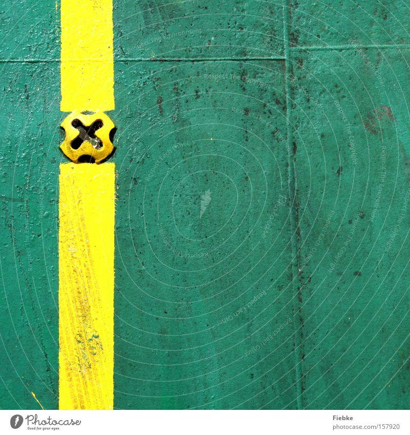 Ein gelber Streifen auf grünem Grund grün gelb Farbe Linie Wasserfahrzeug Metall Schilder & Markierungen Ordnung Metallwaren Streifen Quadrat Grenze Muster Niete