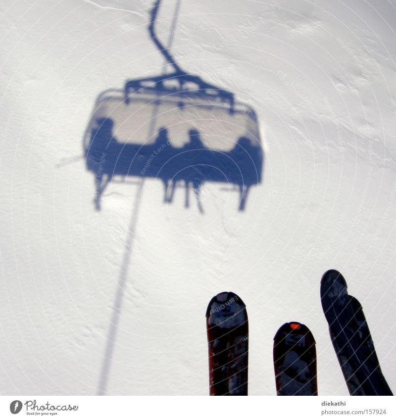 on AIR Skifahren Skier Schnee Schatten weiß Sesselbahn Skilift Mensch Berge u. Gebirge Österreich Ischgl Luft Höhe Winter Wintersport Skilift-Sitz