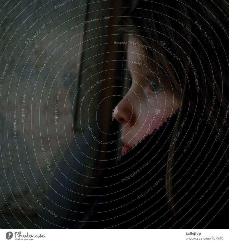 aufwachen Kind Mädchen Gesicht Auge Fenster Haare & Frisuren träumen Mund Nase Aussicht Sehnsucht aufstehen