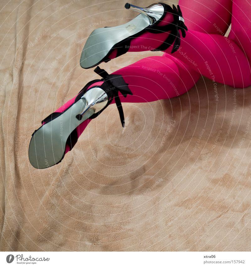 stilbruch Frau Schuhe Beine Strümpfe Strumpfhose Decke krabbeln Damenschuhe Sandale knien