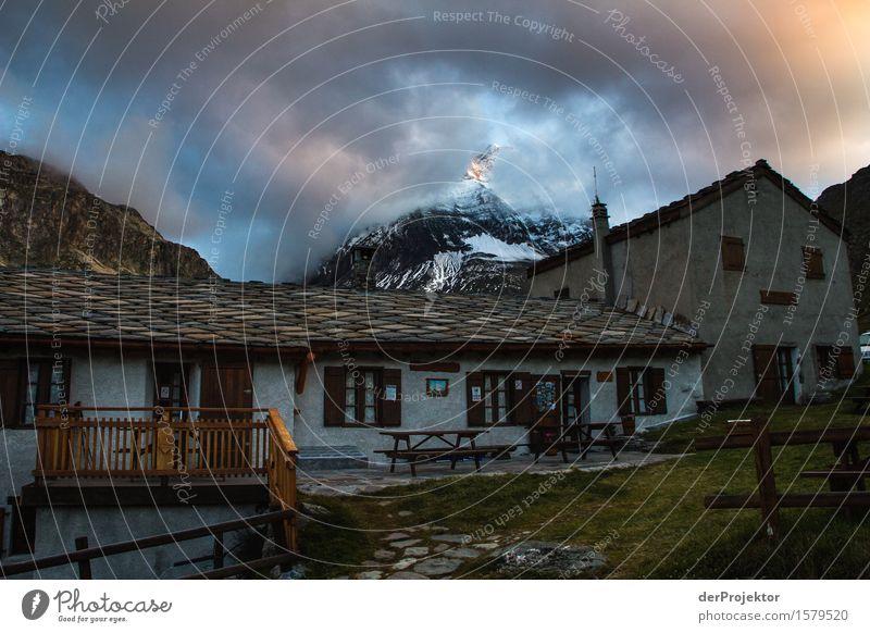 Wanderhütte in Savoien am Abend Zentralperspektive Starke Tiefenschärfe Sonnenstrahlen Sonnenlicht Lichterscheinung Silhouette Kontrast Schatten Tag