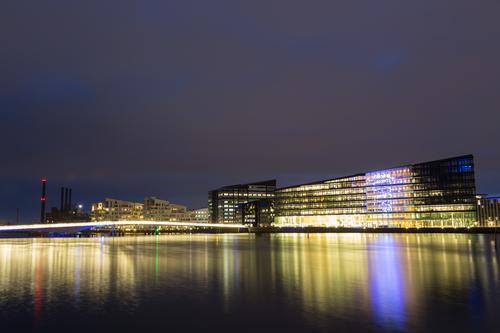 Havneholmen Bezirk in Kopenhagen bei Nacht Stadt Architektur Metall Design modern Fahrrad Fahrradfahren Fotografie Brücke Fußgänger Dänemark Nachtaufnahme