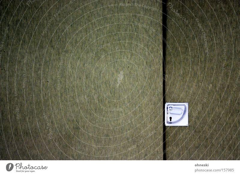 Sporthallentür grün Tür Ordnung Detailaufnahme Halle Griff graphisch oliv