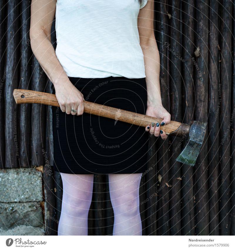 Grausam | Lynchjustiz Werkzeug Axt Mensch feminin Frau Erwachsene Kleinstadt Rock Strümpfe Kommunizieren gruselig trashig wild Selbstbeherrschung Traurigkeit