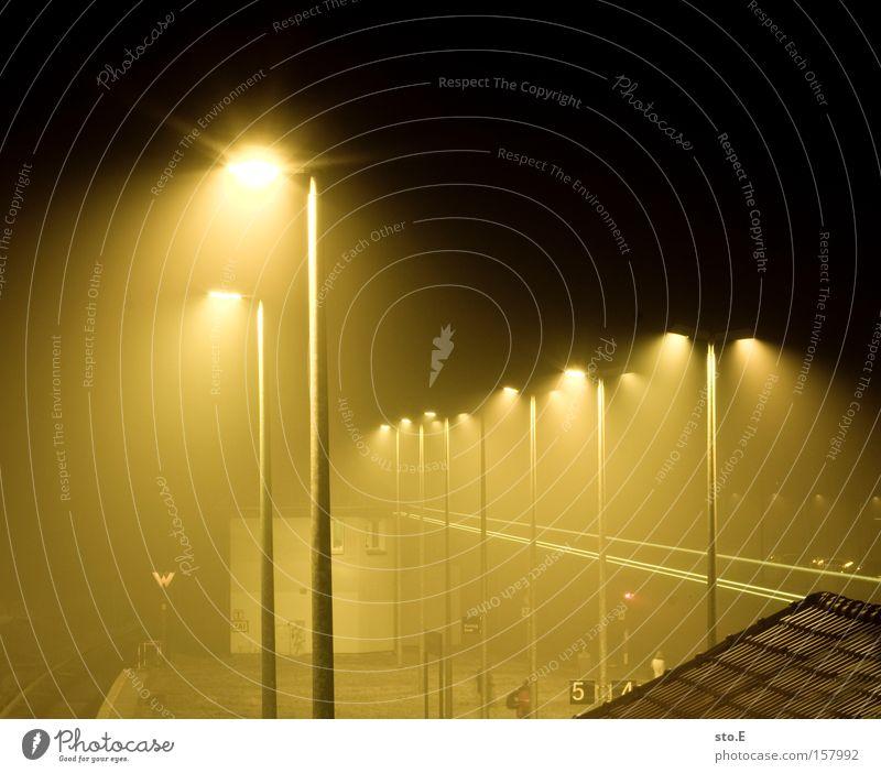 hoppegarten Bahnhof S-Bahn Eisenbahn Nacht dunkel Langzeitbelichtung Licht Berlin Gleise Laterne Gebäude Hoppegarten Durchgang Nebel speckgürtel