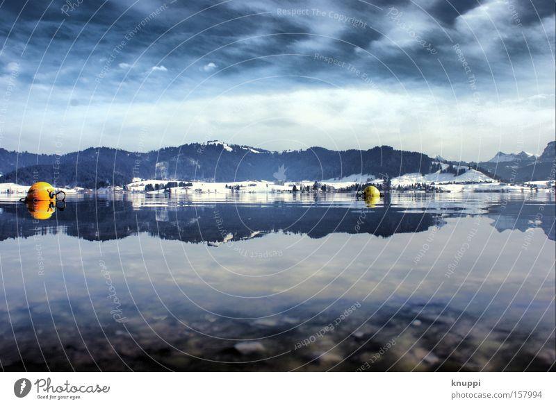 Winterwundersee Schnee Berge u. Gebirge Landschaft Wasser Himmel Wolken Hügel Alpen See kalt blau Boje Schweiz Farbfoto mehrfarbig Menschenleer
