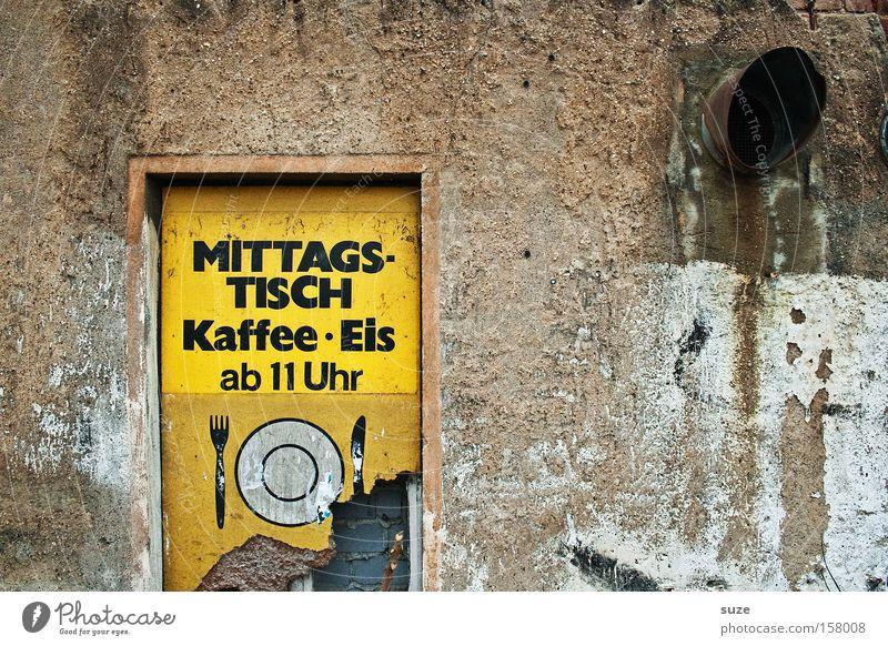 Mittag alt gelb Wand Mauer braun Fassade dreckig Schilder & Markierungen Ernährung Hinweisschild trist Kaffee trocken verfallen Café Typographie