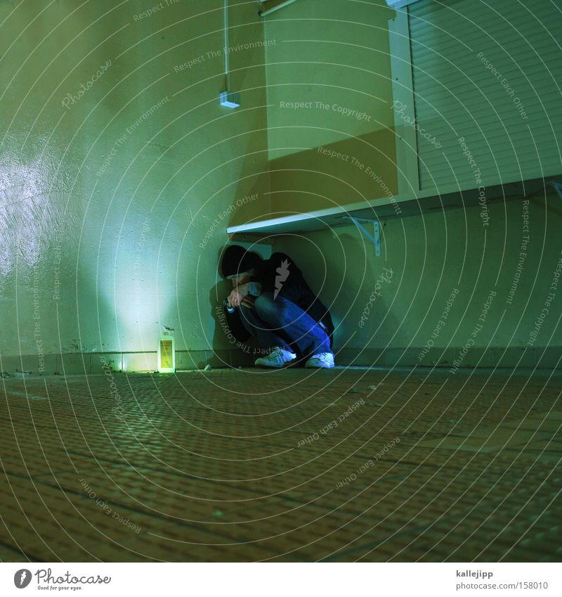 halbwertszeit Mann Mensch Raum Örtlichkeit Schutz Bunker Flasche Zauberei u. Magie Angst Wunder Waschmittel Lampe Beleuchtung verfallen Örtlichkeiten