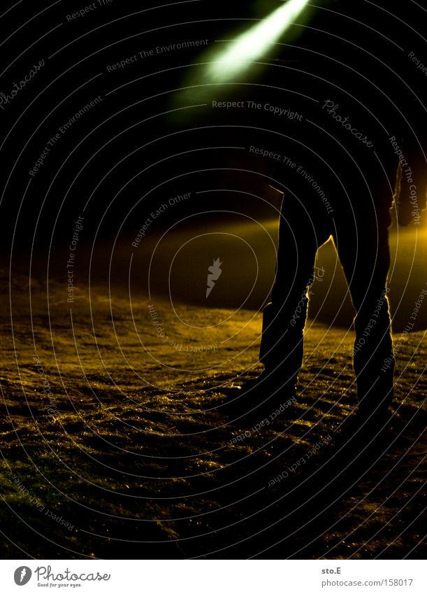 one small step for a man Mensch dunkel Nebel Suche Wissenschaften Konzentration entdecken mystisch Expedition Aufgabe Astronaut Gelände Wissenschaftler