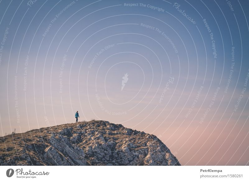 Mensch Frau Natur Ferien & Urlaub & Reisen Jugendliche Landschaft Ferne 18-30 Jahre Berge u. Gebirge Erwachsene Umwelt Sport Lifestyle Freiheit Felsen Tourismus