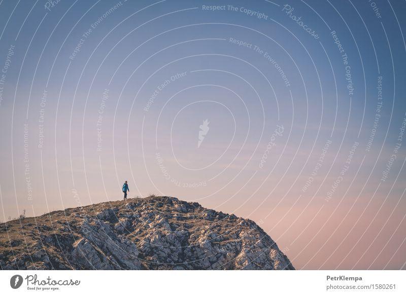 Person auf dem Felsen Mensch Frau Natur Ferien & Urlaub & Reisen Jugendliche Landschaft Ferne 18-30 Jahre Berge u. Gebirge Erwachsene Umwelt Sport Lifestyle