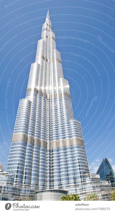 Babel again Haus Hochhaus Bauwerk Gebäude Architektur Sehenswürdigkeit Wahrzeichen groß hoch blau silber Burj Khalifa Turm Himmel Wolkenloser Himmel Dubai