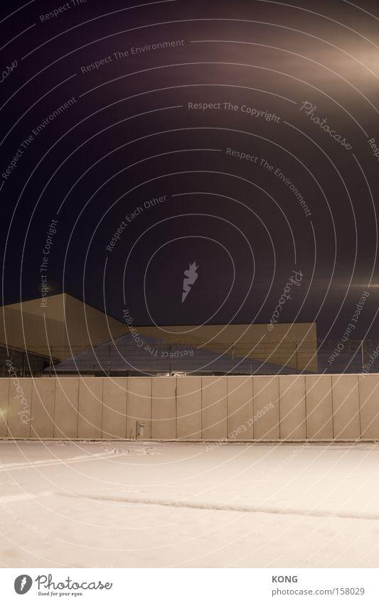 beton frieren seele ein Stadt Einsamkeit dunkel kalt Schnee Angst Architektur Beton Trauer modern obskur Verzweiflung Geometrie