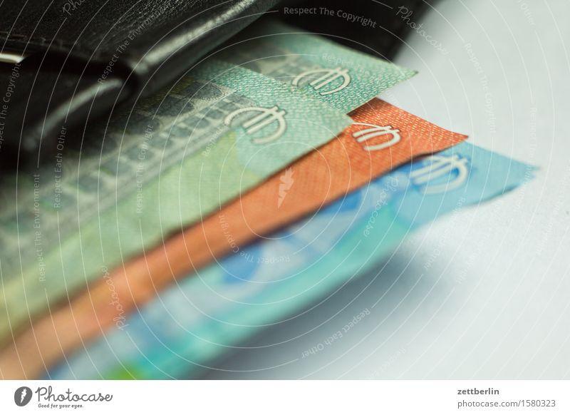 Euroscheine Geld Bar bezahlen Geldscheine Kapitalwirtschaft Euro Eurozeichen Wert Börse Kasse Einkommen lenken Tresor Portemonnaie Geldkassette Bargeld