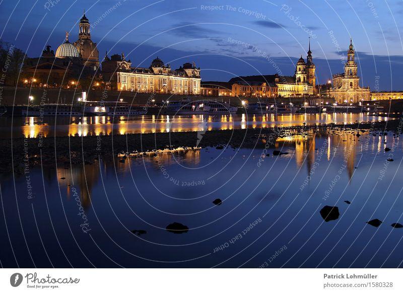 Blaue Stunde in Dresden Himmel blau Wasser Landschaft Wolken Haus Umwelt Architektur Gebäude Deutschland Tourismus leuchten ästhetisch Kirche Europa historisch