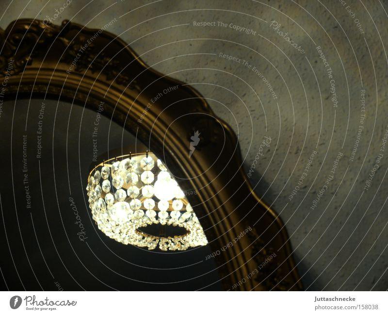 Wiener Barock Lampe Stil gold Spiegel Burg oder Schloss Reichtum Wohnzimmer edel Kristallstrukturen antik Schnörkel Kronleuchter Antiquität