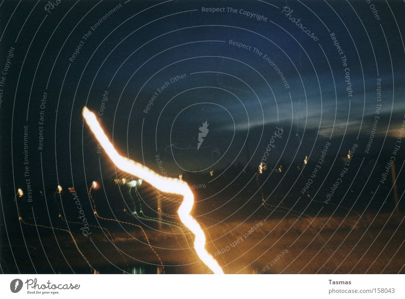 We Are All Made Of Stars Nacht Licht Linie dunkel Dämmerung Himmel Langzeitbelichtung Blitze Wellenlinie Schlangenlinie Lichtstreifen Leuchtkraft