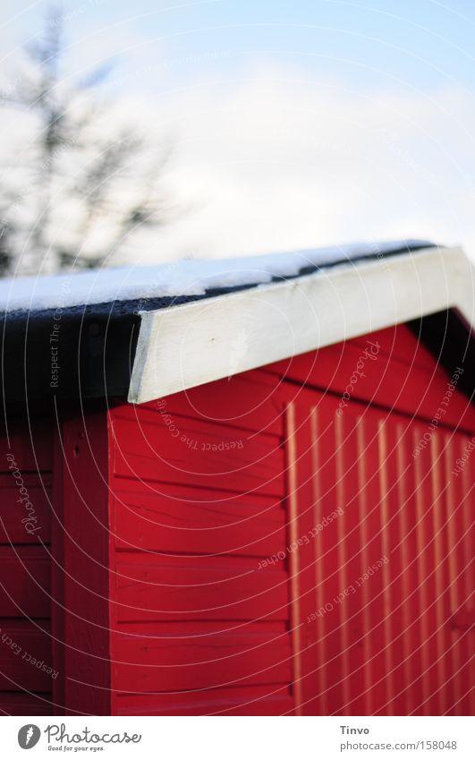 Haus am Schnee Holzhütte rot knallig Dach Winter Skihütte Bildausschnitt Gartenhaus Scheune Schwedenhaus Hüttenzauber Farbe
