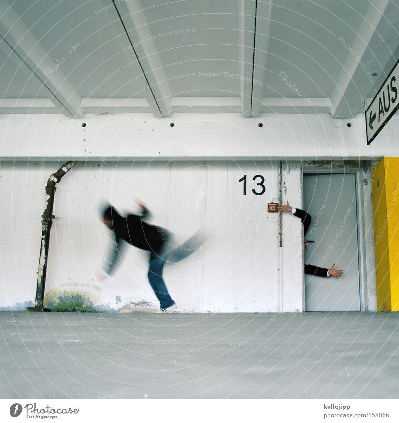 freitag der 13. Volksglaube Desaster Mensch Ziffern & Zahlen Spuk spukhaft Angst gruselig Religion & Glaube Tür Fluchtweg Notausgang Etage Hand Panik