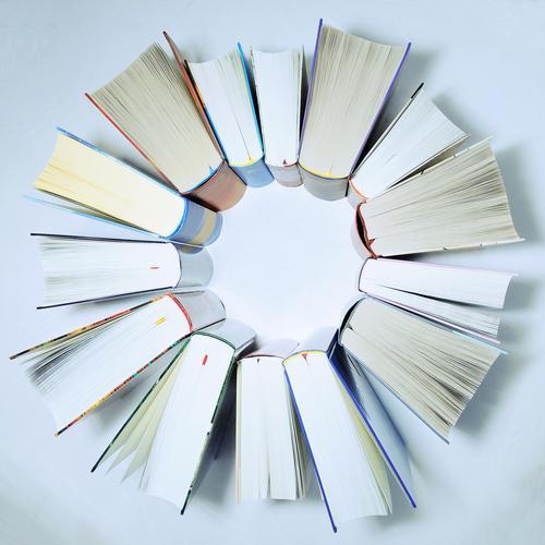 lesekreis Bildung Wissenschaften Schule lernen Studium Buchhändler Medien Printmedien Bibliothek Buchseite Papier rund Stern (Symbol) Kreis Zusammensein