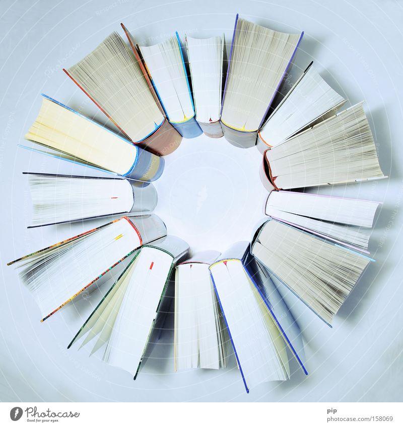 lesekreis Schule Zusammensein Buch lernen Papier Studium Stern (Symbol) Kreis rund Bildung Medien Wissenschaften Buchseite Printmedien Bibliothek