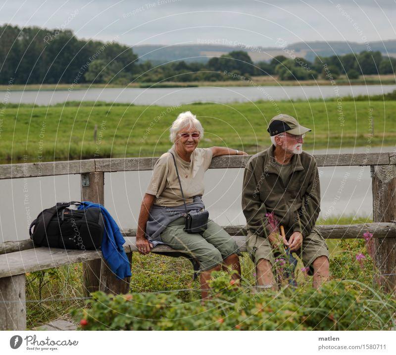 Wandertag Mensch maskulin feminin Weiblicher Senior Frau Männlicher Senior Mann Paar 2 60 und älter Landschaft Wolken Sommer wandern blau braun grün