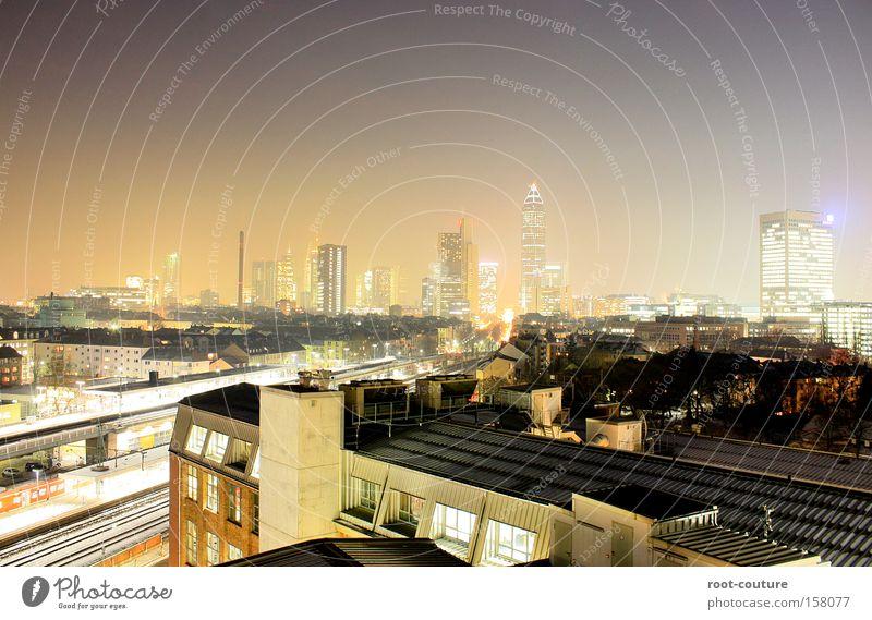 From Dusk Till Dawn Stadt Haus Gebäude oben Metall Fassade Hochhaus Erfolg groß Beton Dach Macht Turm Netzwerk Bauwerk Platzangst