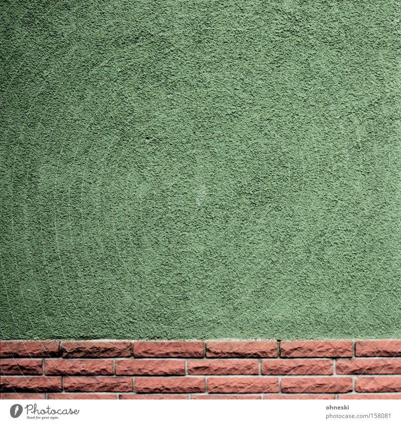 The green wall grün Haus Wand Stein Mauer Architektur Fassade Ordnung Backstein minimalistisch Sockel