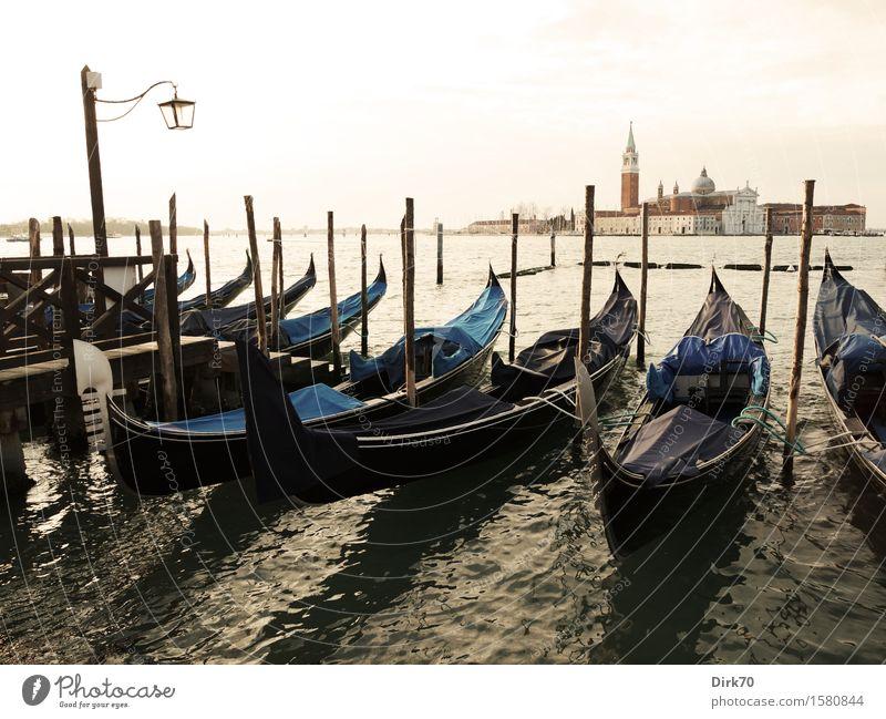 Durch Venedig gondeln ... Lifestyle Sightseeing Städtereise Kreuzfahrt Sonnenlicht Frühling Schönes Wetter Wellen Küste Bucht Laguneninseln Italien Veneto
