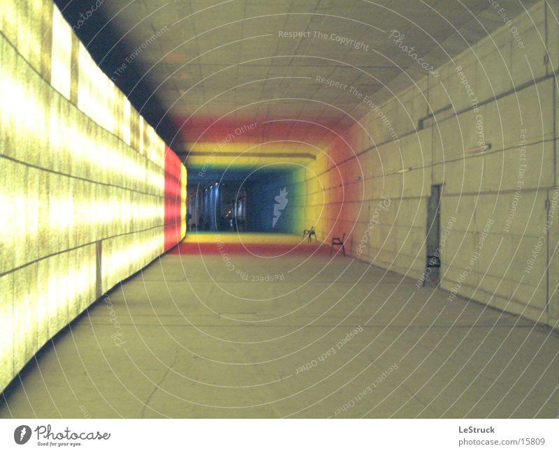 Tunnelblick Farbe Berlin Architektur tief