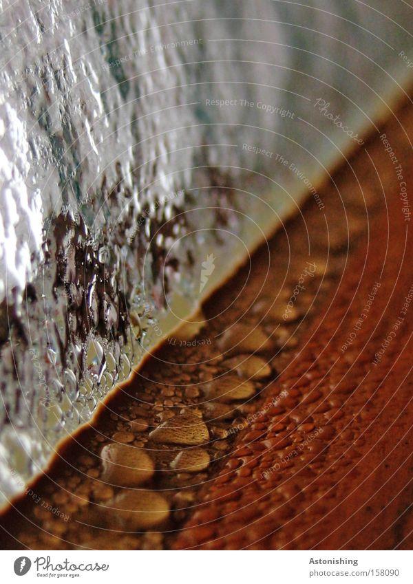 noch undichter? Wasser Fenster braun Glas Wassertropfen nass Bad Tropfen feucht