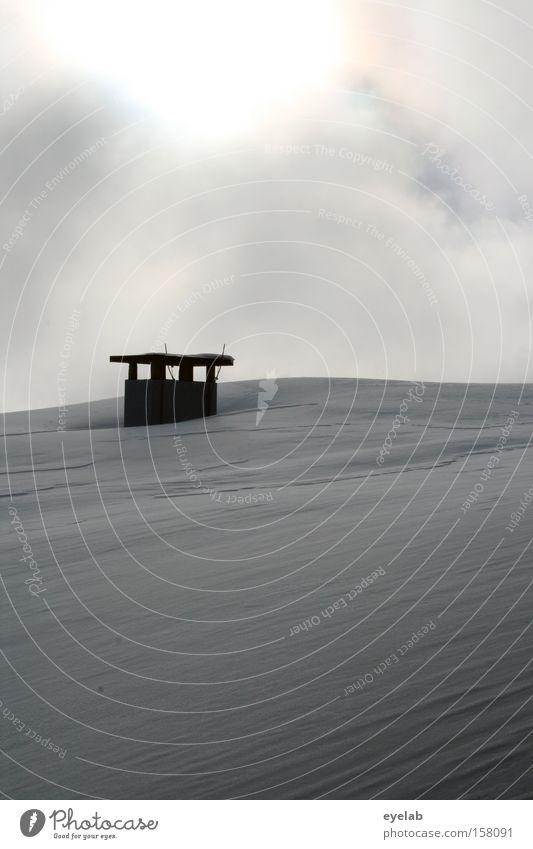 Schneeabluft Abluft Schornstein Dach Himmel Wolken Winter kalt weiß Gebäude Sonne Nebel Haus Detailaufnahme Eis bedecken
