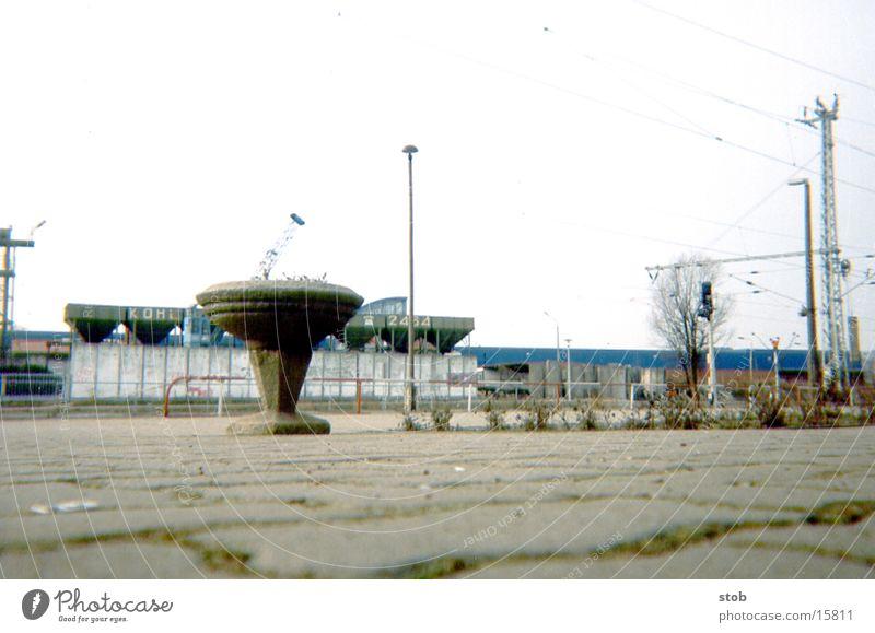 DDR Lampe grau Stein Verkehr Blumentopf